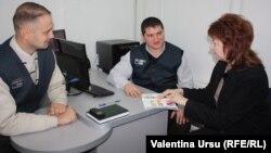 Olga Poalelungi la oficiul din Hârbovăţ