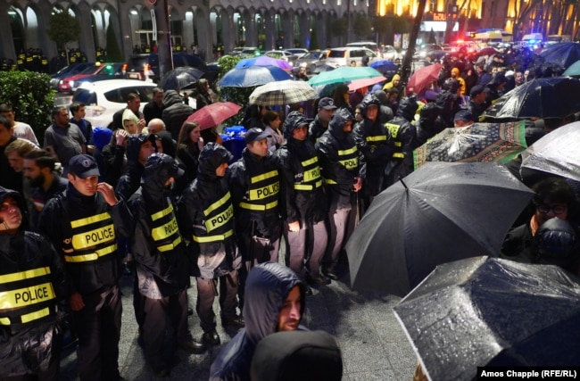 A police line in front of Tbilisi's old parliament building during speeches by protesters on the rainy evening of June 2.