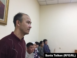 Репатриант из Ирана Мустафа Бейки дает показания в суде. Актау, 8 ноября 2017 года.