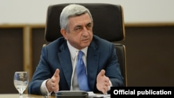 Armenia - President Serzh Sarkisian speaks during a visit to the Central Bank, Yerevan, 4Apr2014.