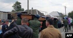 Гроб с телом Вадима Костенко