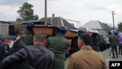 Архівне фото: під час похорону одного з загиблих у Сирії російських військових