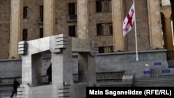 То, что Цхинвали в последнее время заметно активизировался на европейском направлении, по мнению политологов, должно стать тревожным звонком для Тбилиси