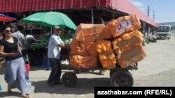 Один из рынков в Туркменистане.