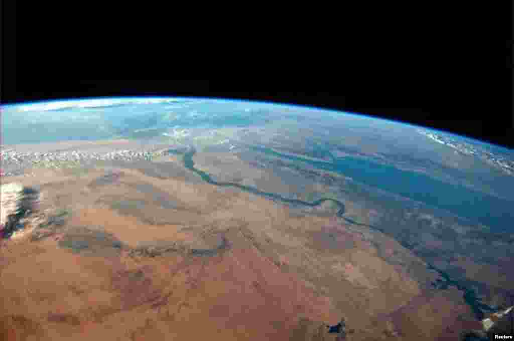 The Egyptian desert meets the Red Sea on a cloudless afternoon in this photo tweeted by first-time astronaut Reid Wiseman. (Distributed by Reuters)