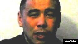 Өзін «Қуаныш Қаниевпін» деп атаған азамат түрмедегі азап туралы айтып отыр. (YouTube-тегі видеодан алынған көрініс).