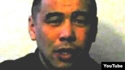 Скриншот с видеозаписи человека, который представляется заключенным Куанышем Каниевым.
