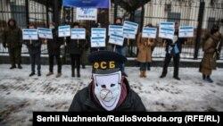 «Молчаливое знание»: в Киеве требовали расследовать исчезновения в Крыму (фотогалерея)