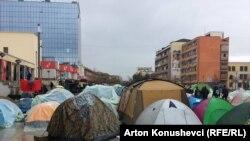 Priština: Opozicija provela prvu noć pred Vladom