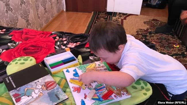 Пятилетний Даулет сын Ирины Жетписовой. Темиртау, 12 декабря 2018 года.