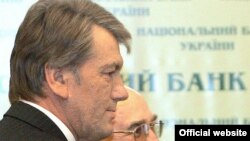 President Viktor Yushchenko (left) with Central Bank chief Volodymyr Stelmakh