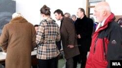 Ерван Фуере во посета на гласачко место во Гостивар