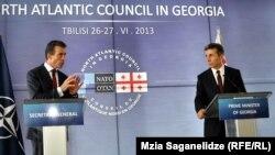 """На предложение генсека НАТО провести президентские выборы в свободной обстановке, чтобы не вызывать вопросов ни у кого за рубежом, Иванишвили заверил, что все именно так и будет, добавив с улыбкой: """"вы увидите реальное лицо нашего правительства"""""""