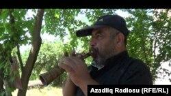 "Azad Yaqubov ""Qara zurna""da ifa edirkən"