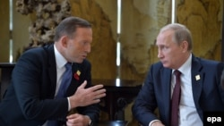 Беседа премьер-министра Австралии Тони Эбботта и президента России Владимира Путина на саммите АТЭС. Пекин, 11 ноября 2014 года.