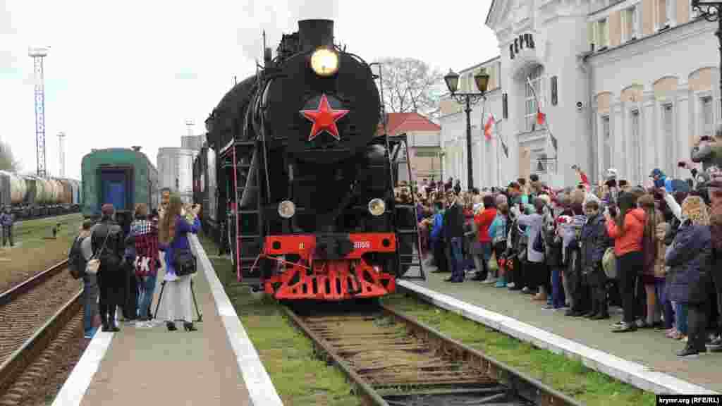 В Керчи 11 апреля, в рамках мероприятий, посвященных Дню освобождения города, состоялось прибытие на железнодорожный вокзал «Поезда Победы»