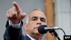 Րաֆի Հովհաննիսյանը ելույթ է ունենում Ազատության հրապարակում, Երեւան, 9-ը ապրիլի, 2013թ.