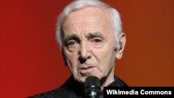 Fransada yaşayan erməni mənşəlli şanson müğənnisi Chales Aznavour.