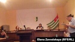 Адвокат Фрида Лазба выступила с ходатайством о приглашении в суд для дачи свидетельских показаний членов той самой комиссии, которая так и не закончила работу