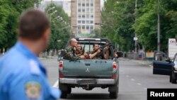 Украинские войска в Мариуполе, 13 июня 2014 года