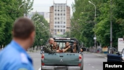 Мариупол шаарындагы украин аскерлери, 13-июнь, 2014.