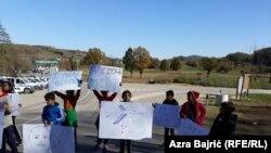 Migrants and refugees on the border crossing Maljevac near Velika Kladuša between Bosnia and Croatia