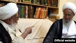 آیت الله ناصر مکارم شیرازی (راست) همراه با آیت الله صافی گلپایگانی