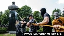 Снос бюста Жукова в Харькове, 2 июня 2019 года