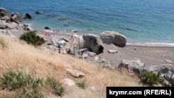 Забор на пляже в Ласпи
