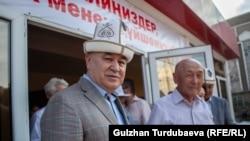 Саясатчы Өмүрбек Текебаев.