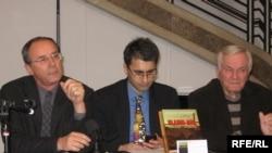 Sa promocije knjige, pomoćnik direktora RSE Nenad Pejić, autor Dragan Štavljanin i dr Ratko Božović, Fotografije uz tekst: Branko Vučković