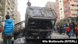 """""""Мұсылман бауырлар"""" ұйымы жарды деп хабарланған полиция көлігінің қирандысы. Каир, 7 наурыз 2014 жыл."""