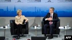 Міністр оборони Німеччини Урсула фон дер Ляйєн та Генеральний секретар НАТО Йєнс Столтенберг під час конференції з питань безпеки в Мюнхені. 6 лютого 2015 року