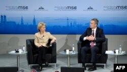 Министр обороны ФРГ Урсула фон дер Лейден и генеральный секретарь НАТО Йенс Столтенберг на открытии конференции в Мюнхене