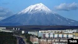 Камчатские вулканологи анализируют данные, зафиксированные датчиками на склонах Корякского вулкана — высота 3456 метров