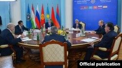 На саммите Совета коллективной безопасности ОДКБ в Ереване. 14 октября 2016 года.