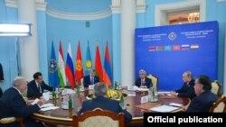 На саммите Совета коллективной безопасности ОДКБ в Ереване. 14 октября 2016 года