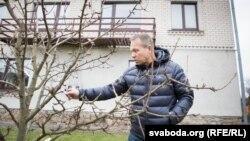 Генадзь Усьціновіч дабудаваў бацькаву хату, якую яны зараз дзеляць з братам