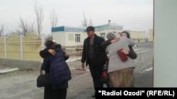 A joyful reunion at the Tajik-Uzbek border. (file photo)