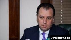 И.о. министра обороны Армении Виген Саргсян (архив)