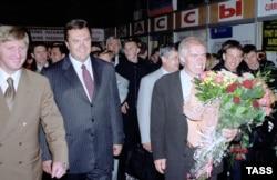 Рінат Ахметов і Віктор Янукович, Ужгород, червень 2002 року