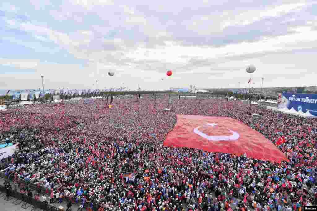 Ердоғанның сайлау алдындағы жиыны. Стамбул, 17 маусым 2018 жыл.