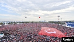 Митинг сторонников Эрдогана во время предвыборной кампании в Стамбуле, 17 июня 2018 года.