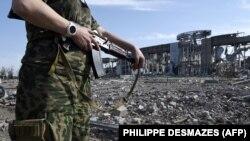 Руїни Міжнародного аеропорту «Луганськ» після боїв Збройних сил України із російськими гібридними силами, 11 вересня 2014 року
