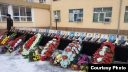 Прощание с погибшими в авиакатастрофе в Южно-Казахстанской области. Фото из социальной сети Twitter. Шымкент, 27 декабря 2012 года.