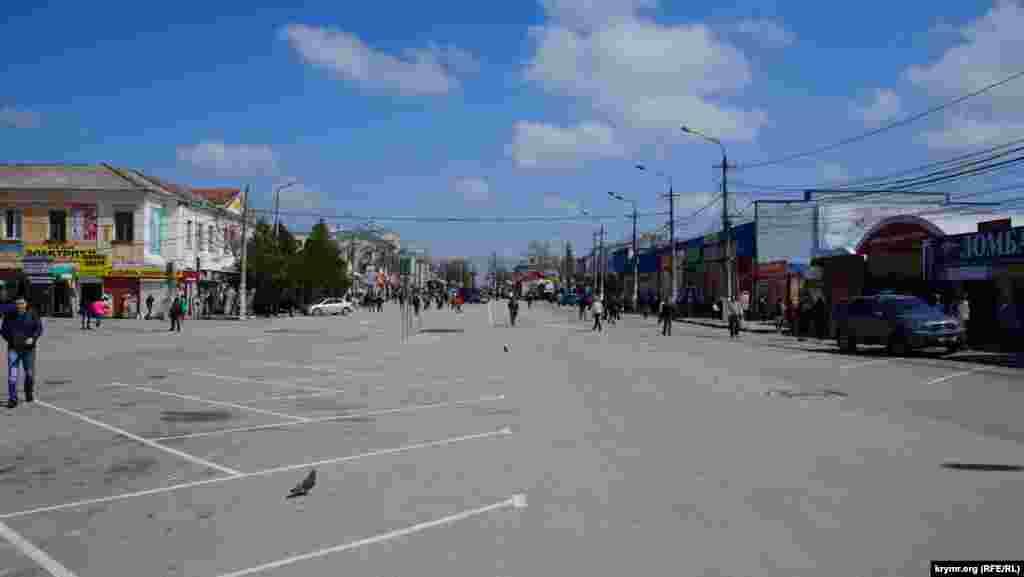 Merkeziy bazar çalışmay, «Lokomotiv» stadionı ögündeki meydan ise naqliyattan boşatıldı