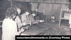 1983: Elevi trimiși la practică productivă în Fabrica Tractorul Roșu din Brașov.