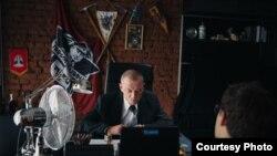 Аляксандар Кулінковіч падчас здымкаў у стужцы «PARTY-ZAN film»