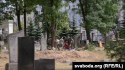 Працы на Вайсковых могілках Менску