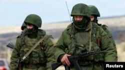 Крым жарым аралындагы эч кандай белгиси жок жоокерлер. 13-март, 2014-жыл